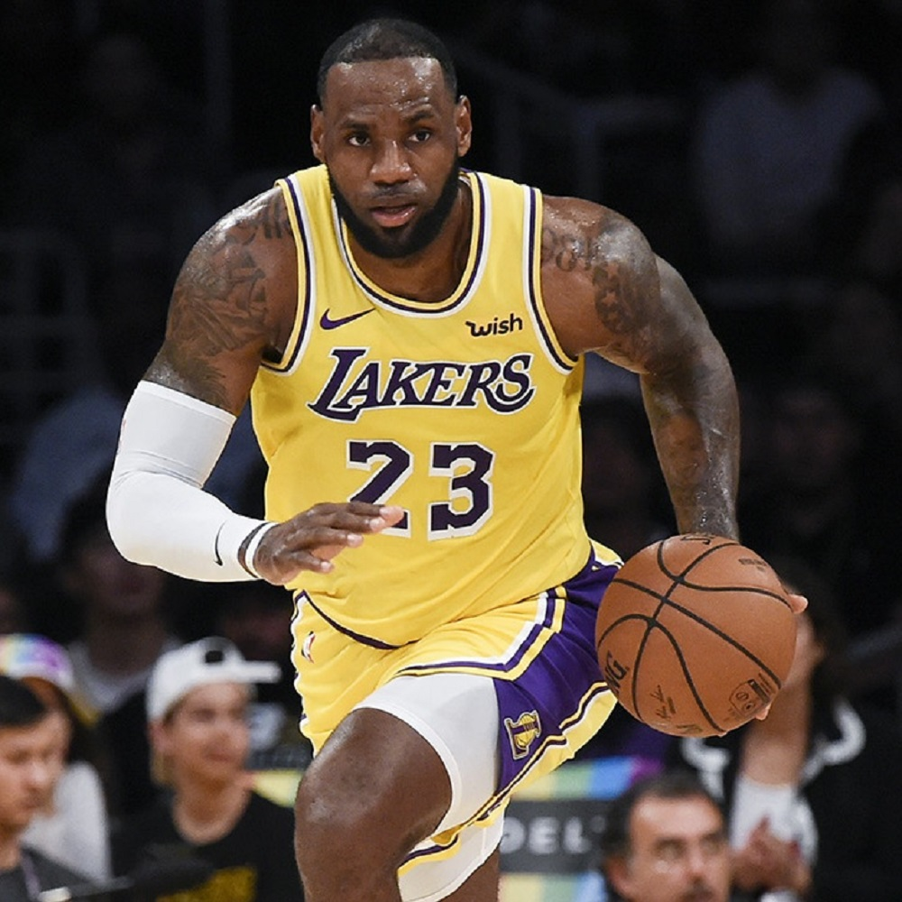 LeBron James, dure accuse a proprietari football americano