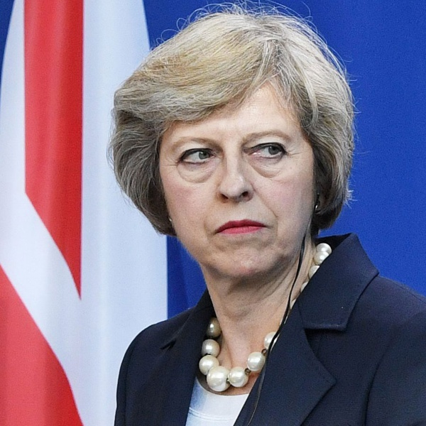 Brexit, premier Theresa May supera il voto di sfiducia