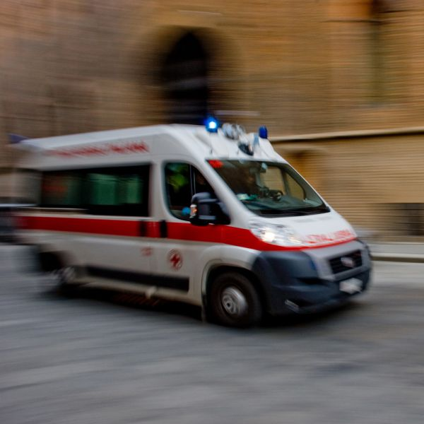 Pistoia, rubano ambulanza e postano video sui social