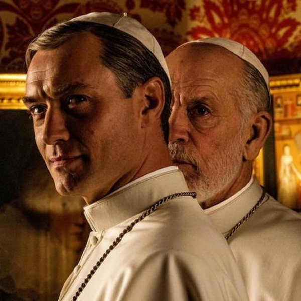 The New Pope, ecco la prima foto di Jude Law e John Malkovich
