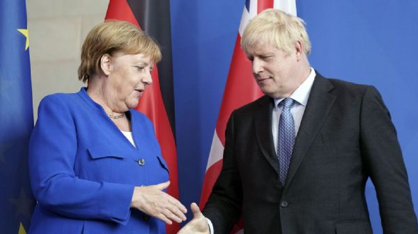 Brexit, Merkel a Johnson, accordo quasi impossibile